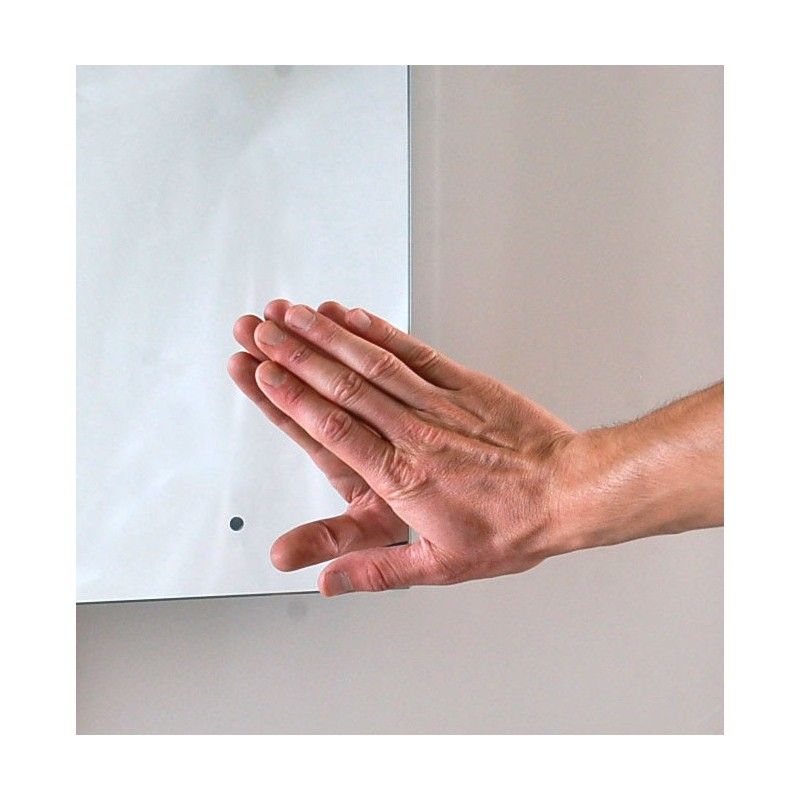 Specchio con illuminazione Led integrata e interruttore ottico