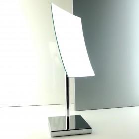 Specchio ingranditore rettangolare da appoggio.